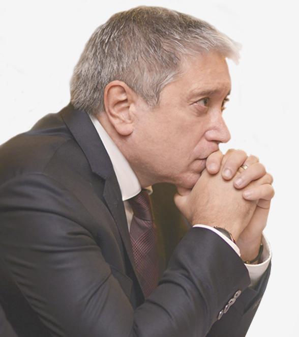 Carlos Felice de perfil
